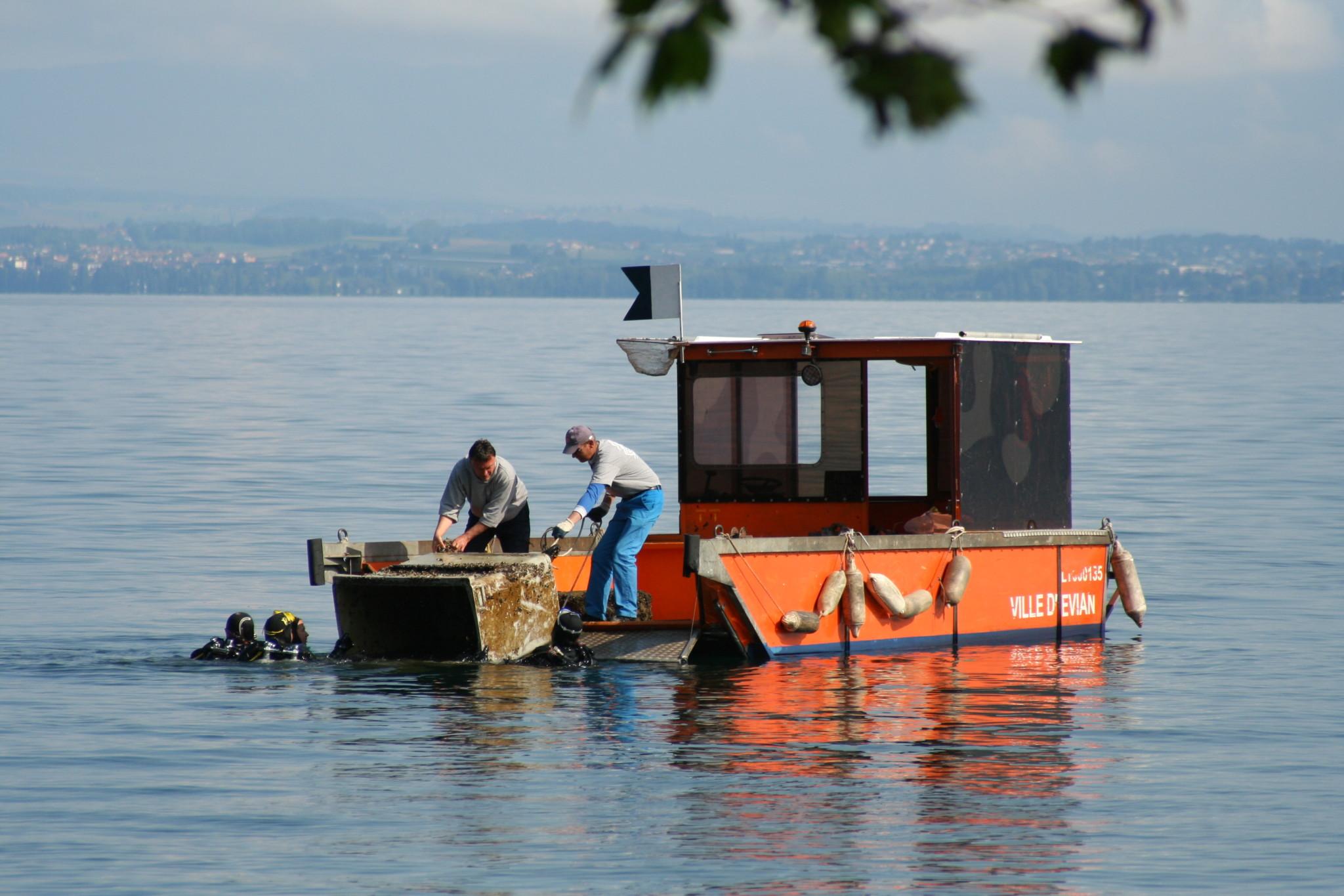 Nettoyage du lac Léman avec la ville d'Evian
